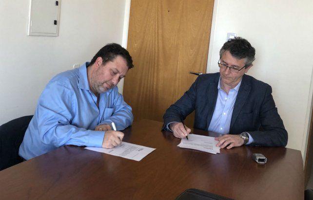 Puño y letra. Mastrocola y Más Varela oficializaron ayer el nuevo bloque.