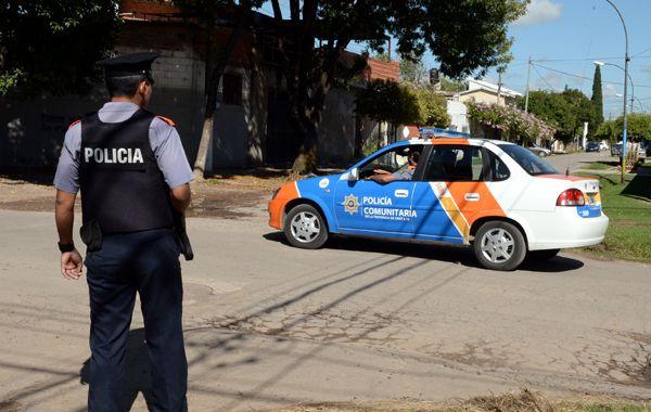 El lanzamiento en el terreno de barrio Las Flores este de la nueva policía comunitaria. (foto: Marcelo Bustamante)