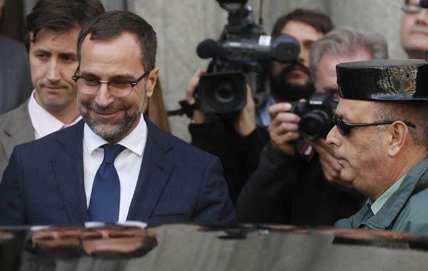 Explicaciones. El embajador de EEUU en España se retira luego de recibir una reprimenda en la cancillería.