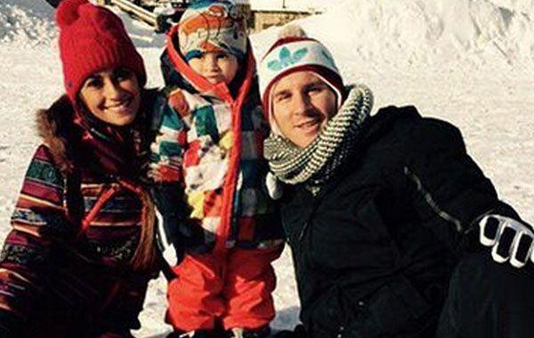 Lionel junto a Antonella y Tiagho en un centro de esquí de Andorra.