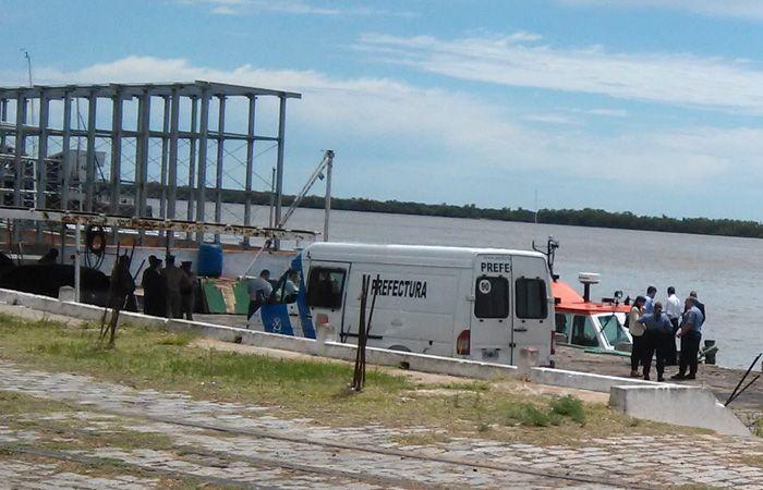 El cuerpo fue avistado por personas que se encontraban sobre la costa y dieron aviso a Prefectura. (Foto:S.Meccia)