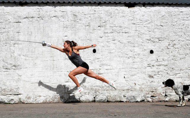 La atleta olímpica Jo Muir entrena en la granja de sus padres en Escocia durante el confinamiento dispuesto por las autoridades por la pandemia. Fotografía: Lee Smith / Action Images / Reuters