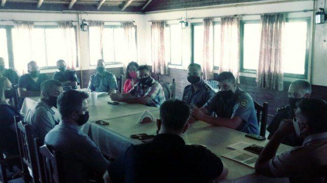 Autoridades de Prefectura, en la reunión con mandatarios locales y funcionarios del MPA.