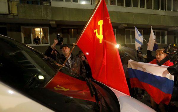 Tensión. El vehículo del enviado de la ONU es bloqueado por prorrusos.