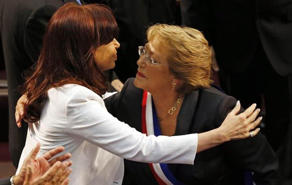 Cristina felicita a la consagrada jefa de Estado.