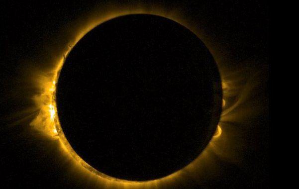Un espectáculo increíble. La luna tapa totalmente al sol