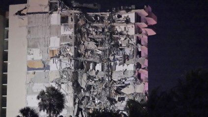 Pánico en Miami por el derrumbe parcial de un edificio de 12 pisos sobre la costa