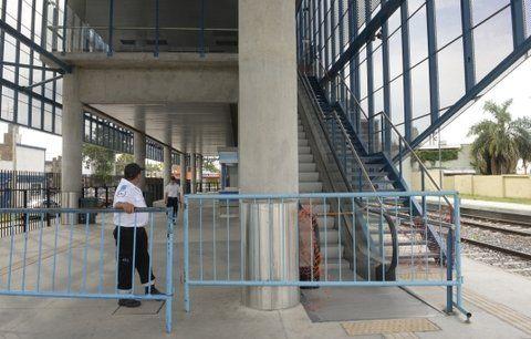angustiante. La escalera mecánica y la planta alta no están habilitadas.