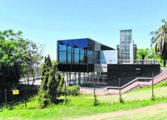 contrapuntos. El local está ubicado en plena barranca del parque Urquiza.