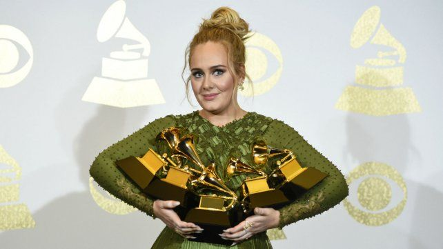 Adele arrasó en los Premios Grammy y dejó sin chances a Beyoncé