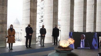 Rodenas, Perotti, Javkin y Rossi, escuchan la alocución del presidente.