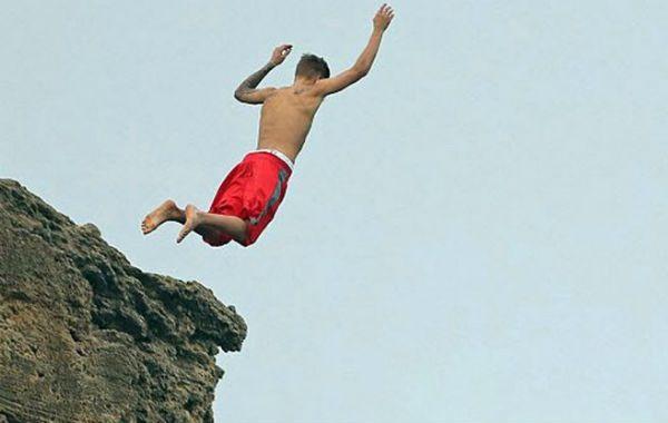 Justin Bieber tiene la costumbre de arrojarse al vacío desde acantilados