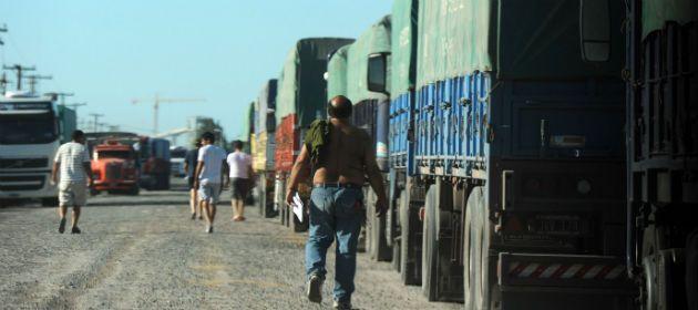 Congestión de camiones en la zona norte de Puerto San Martín.