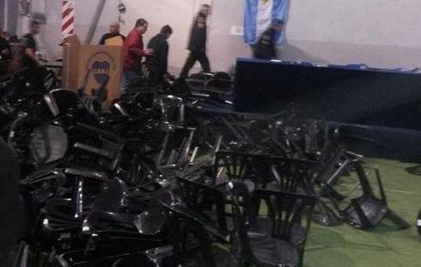 Así quedó el recinto donde se llevaba a cabo la asamblea de Boca.