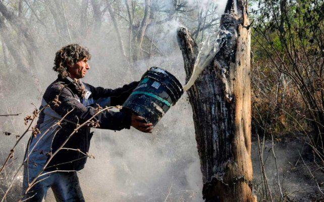 Vecinos y voluntarios apagaron el fuego en la zona de la Boca de la Milonga.