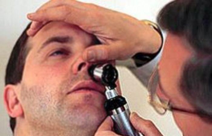 El otorrinolaringólogo es el encargado en realizar el estudio de las fosas nasales.