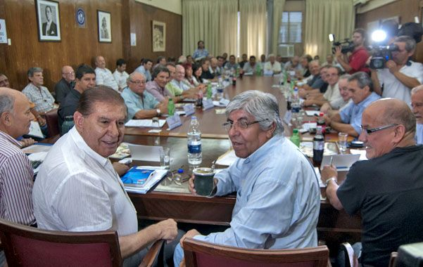 Moyano encabezó la reunión del consejo directivo de la CGT. Dijo que el 25% de aumento salarial es el piso.