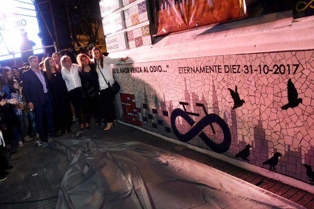 El mural que recuerda a los rosarinos muertos en el atentado en Nueva York en el Politécnico.