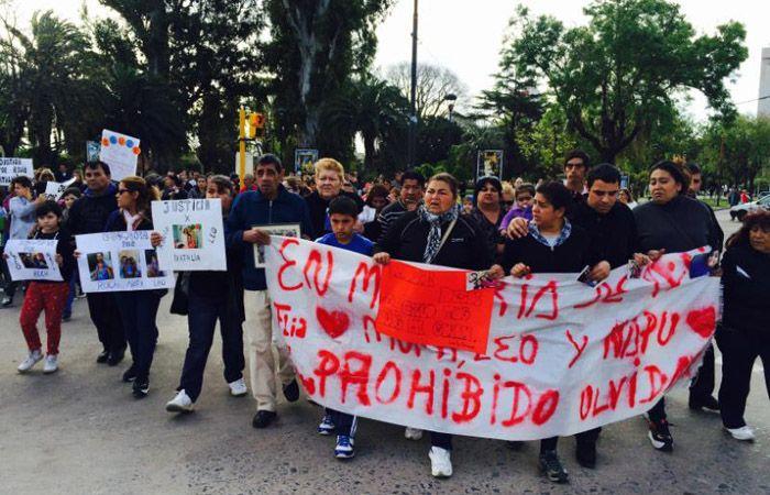 Familiares de las víctimas y pobladores de Venado Tuerto se manifestaron esta tarde en reclamo de justicia. (Foto: S. Córdoba)