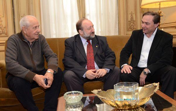 Cavallero y Zamarini junto al rector de la UNR