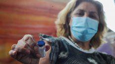 La ministra de Salud Sonia Martorano se vacuna hoy contra el coronavirus en Rosario.