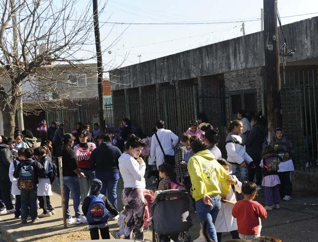 La Escuela de Dr. Rivas al 5700. La comunidad educativa está preocupada por los hechos de violencia que ocurren en el barrio.