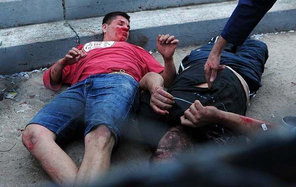 Dos de los barras de Quilmes heridos tras la reyerta de ayer.