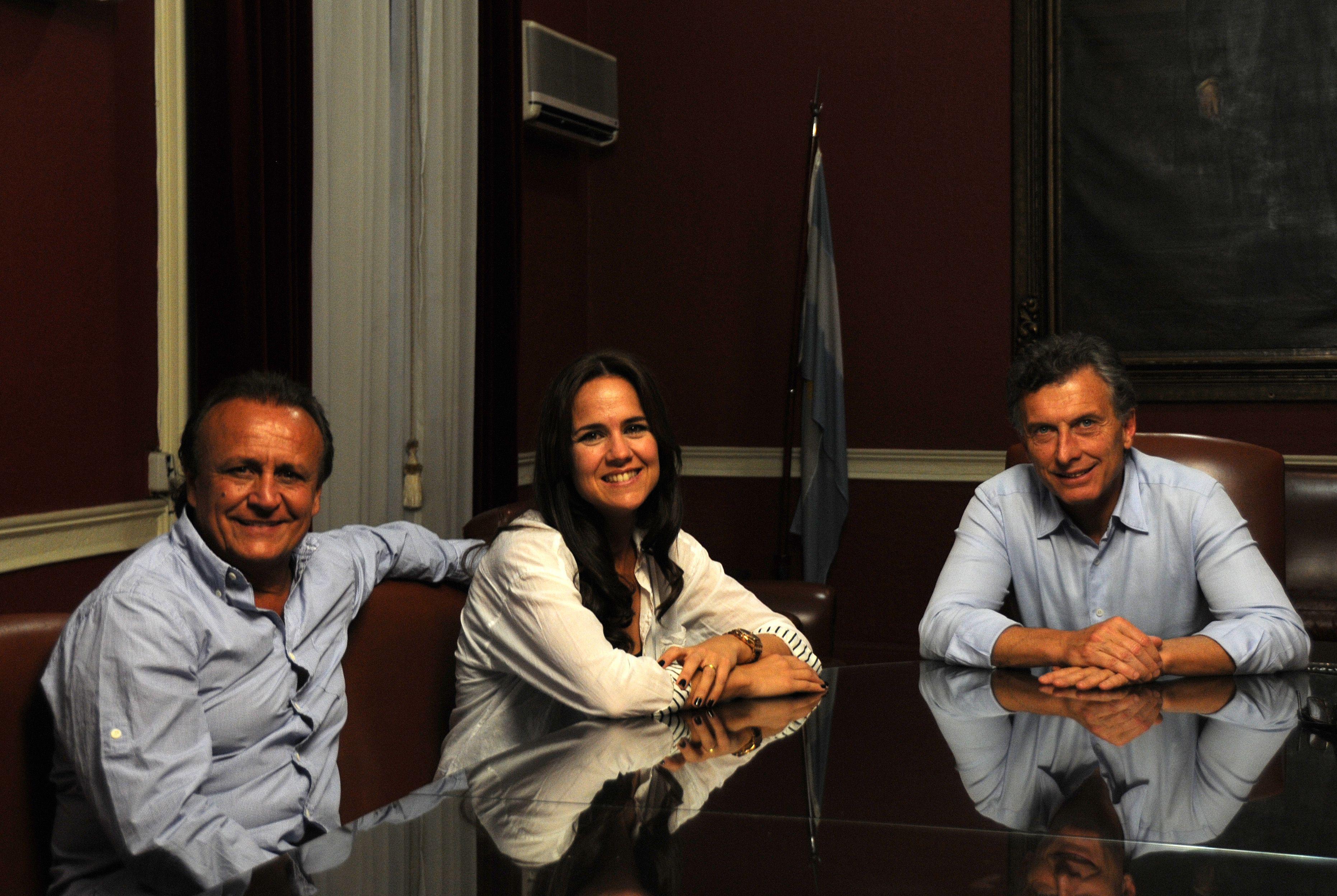 Mauricio Macri con Miguel Del Sel y Anita Martínez. El líder del PRO vino a apoyar a sus candidatos.