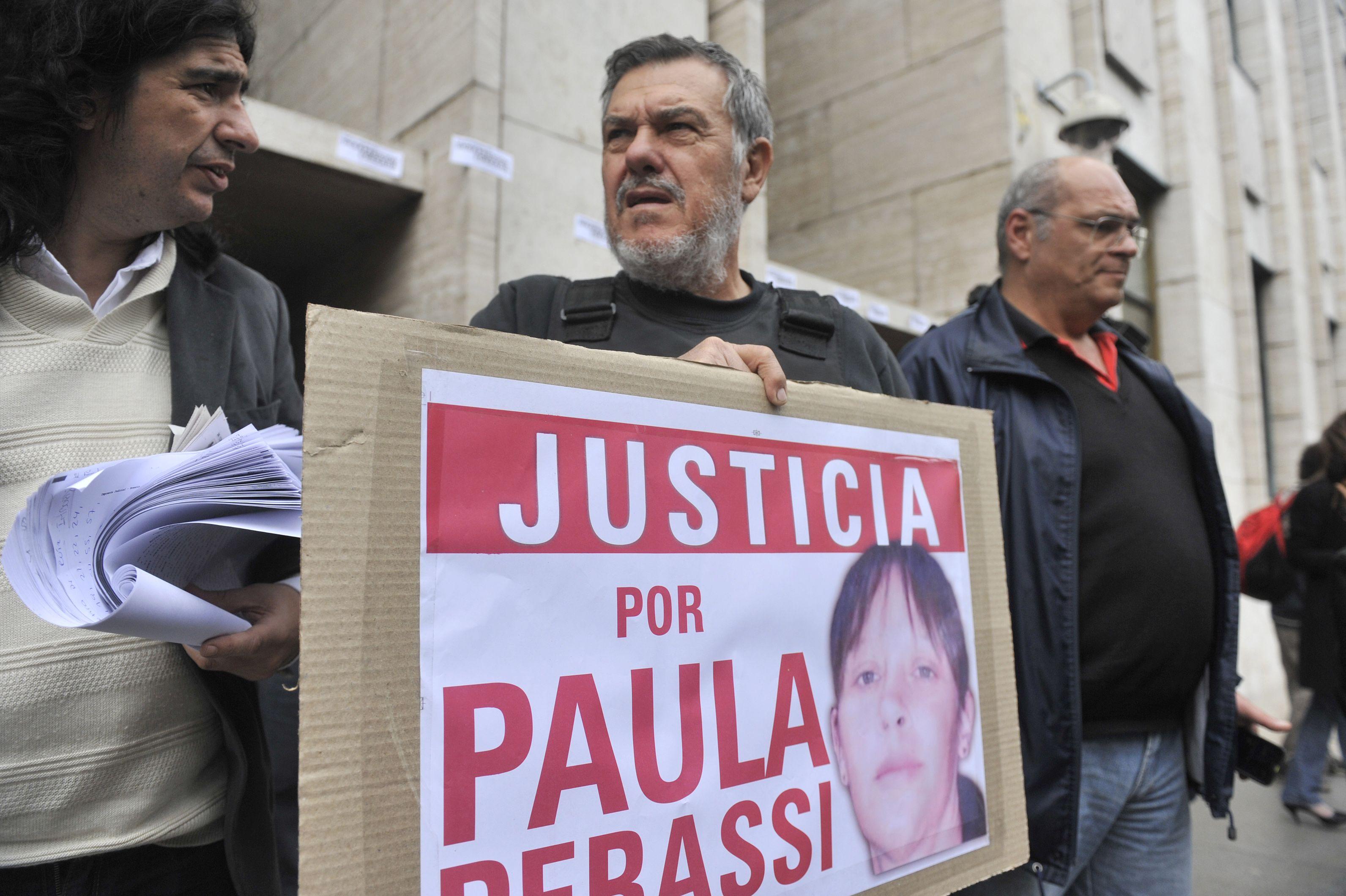El padre de Paula Perassi encabezó el reclamo de Justicia por la desaparición de la joven de San Lorenzo.