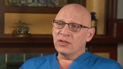 Demandó al ginecólogo de toda su vida al descubrir que era su padre biológico