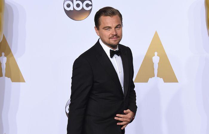 Leo DiCaprio y la estatuilla dorada.