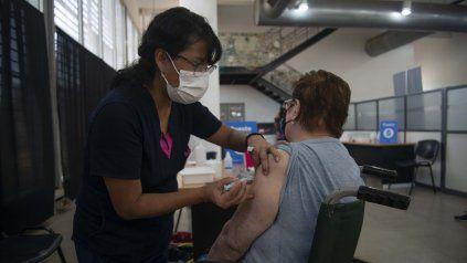 Implementan una plataforma de Internet de las Cosas para monitorear los freezers de los vacunatorios