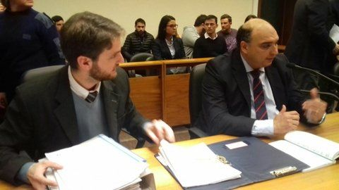 el fiscal. Roberto Apullán (a la derecha) llevó adelante la pesquisa que desbarató la maniobra defraudatoria.