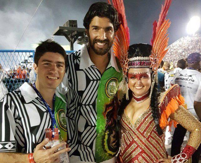El Loco Abreu asistió al carnaval de Río junto a un amigo y lo mostró en las redes.