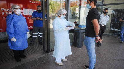 Los dos casos de la variante Delta se detectaron en los testeos del aeropuerto de Ezeiza,