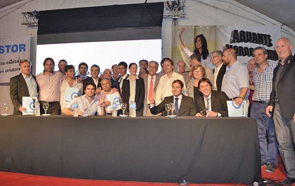 El acto contó con la presencia de numerosos intendentes y presidentes comunales de la zona