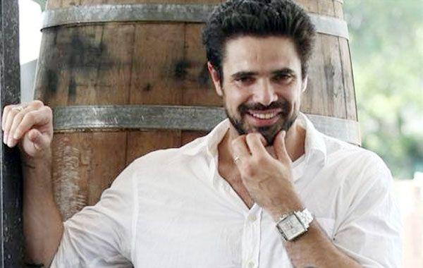 Luciano Castro tiene novia otra vez y se animó a un apasionado beso