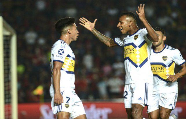 No se rinde. Boca goleó en Santa Fe. Villa saluda a Pol Fernández