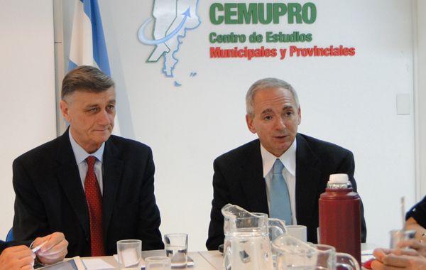 Binner junto al especialista internacional en combate del delito complejo