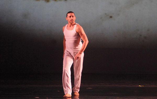 El bailarín recorrió los años de gloria de Freddie Mercury.