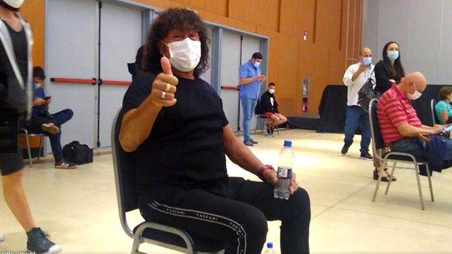 La Mona Jiménez recibió la primea dosis de la vacuna rusa Sputnik V en la ciudad de Córdoba.