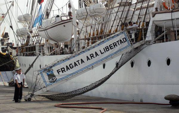 Los marinos resistieron el intento de trasladar la fragata Libertad.