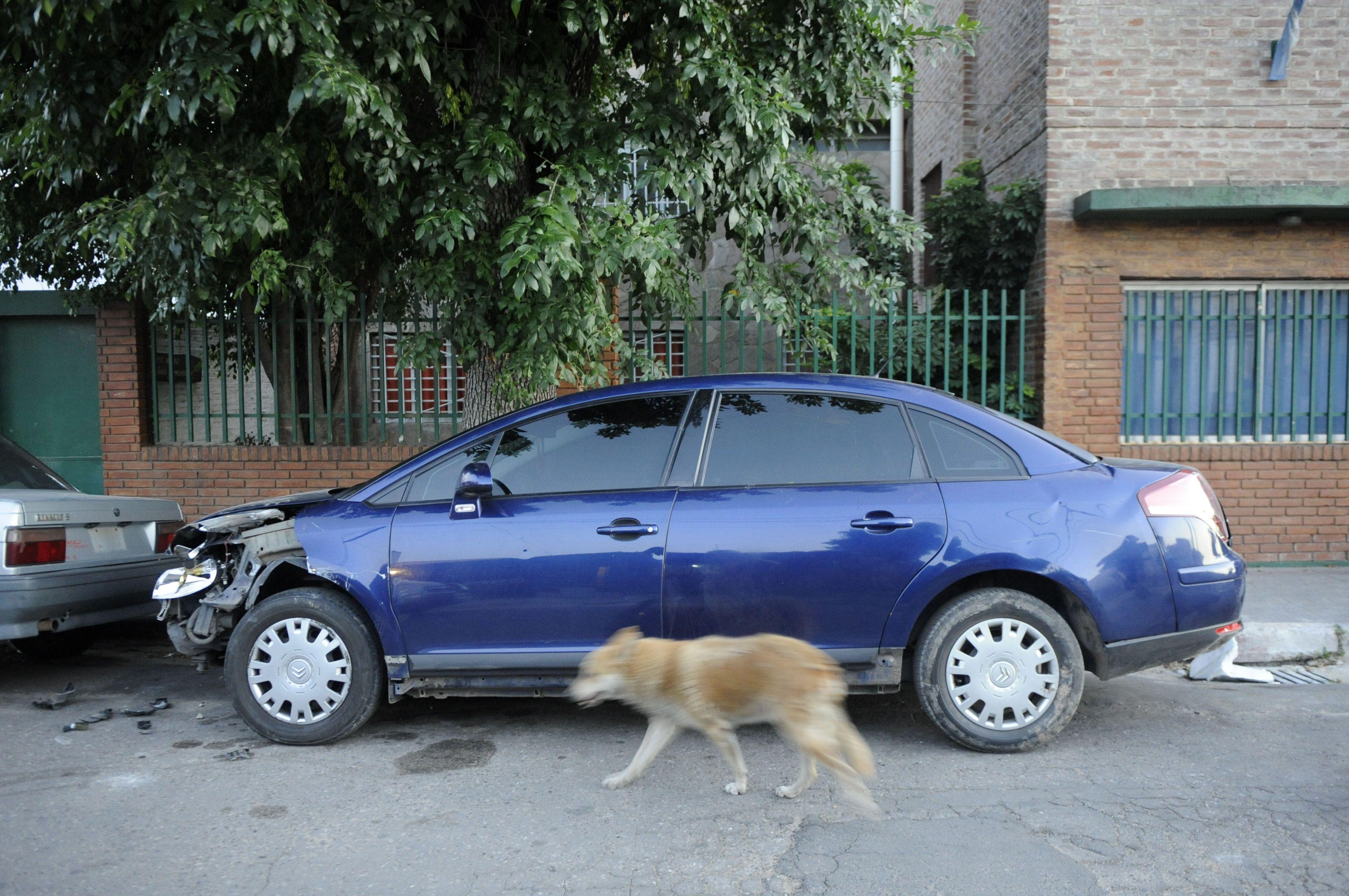 El Citroën C4 fue llevado a la comisaría 20ª de Empalme Graneros. Foto: S. Salinas