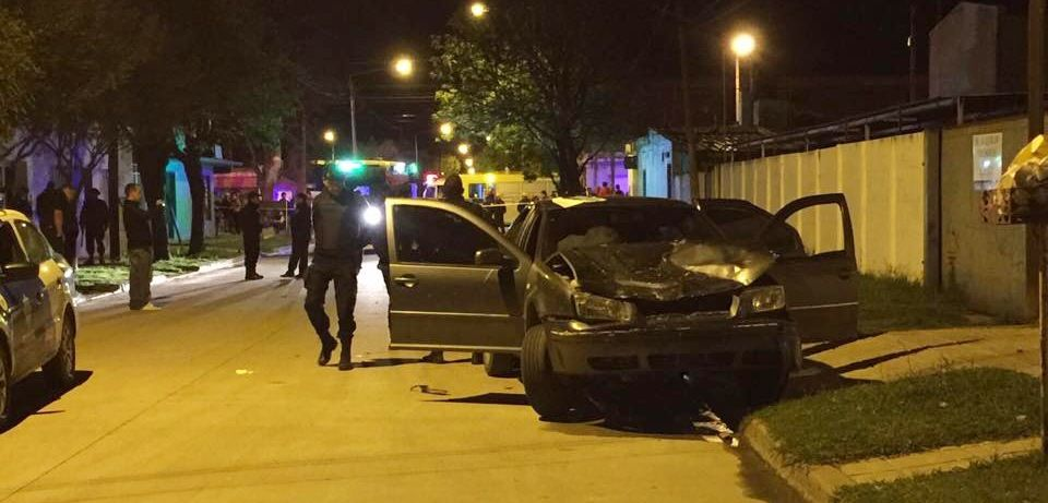 El Volkswagen Bora con el impacto en su trompa. Las víctimas murieron en el acto. (Foto: LT 29 de Venado Tuerto)