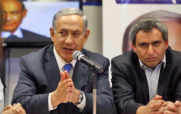 Contra las cuerdas. Los sondeos dan que Netanyahu (izquierda) podría perder los comicios por cuatro bancas.