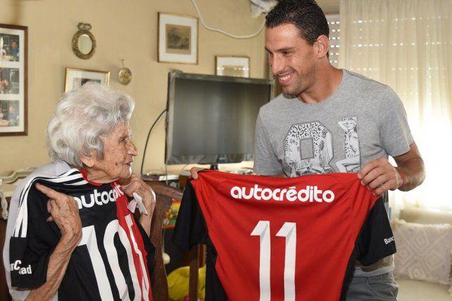 Maxi Rodríguez le cumplió el sueño a Tita, la abuela de 105 años que anhelaba conocerlo