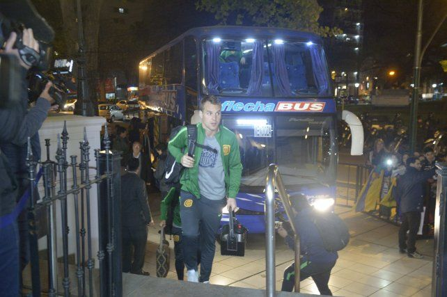 El Ruso Rodríguez en la llegada del plantel al hotel mendocino.
