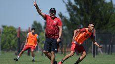 Con la V de la victoria. Kudelka quiere volver al triunfo ante Lanús. Avisó que la Sudamericana es la prioridad.