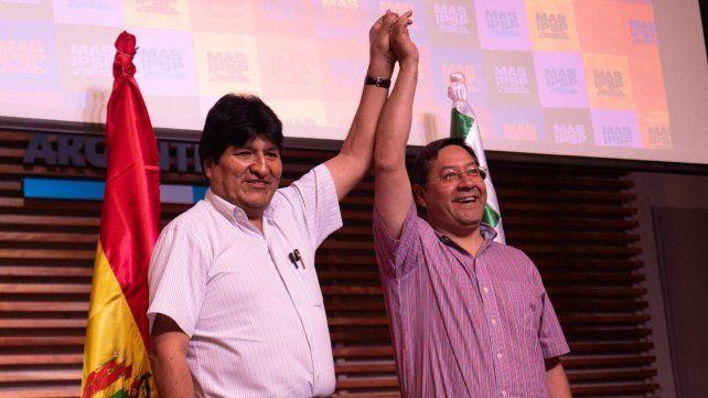 En carrera. Evo Morales junto al candidato presidencial del MAS