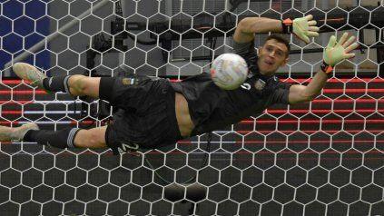 El marplatense Emiliano Martínez se quedó con todos los elogios tras atajar tres penales ante Colombia en la semifinal.